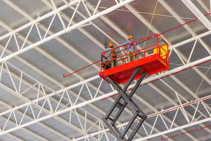4 Things You Should Know Before Buying a Scissor Lift